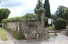 Torpfosten Sehlder Straße Elze Friedhof, links die Brandgasse Elze