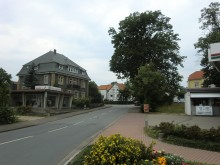 Haus Strube, Sehlder Straße, rechts die Tankstelle