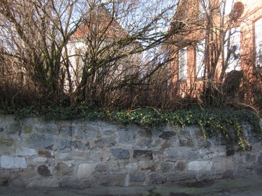 Kirchenmauer Esbeck Elze gegenüber Kirchstraße 7
