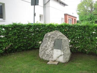 Wellbornstraße 42 Elze Feuerwehr Sehlde Inschrift Gefallenenehrenmal
